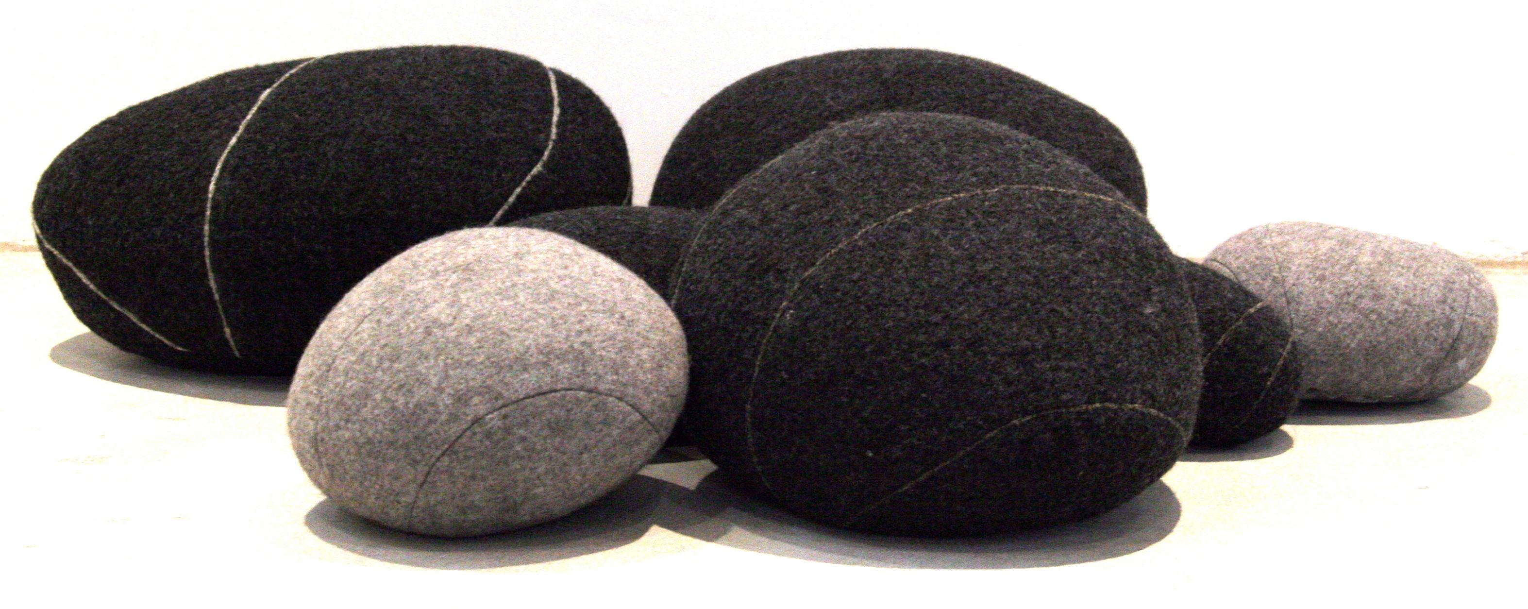 coussin pierre livingstones laine 30x27 cm gris fonc 30 x 27 cm h 19 cm smarin made. Black Bedroom Furniture Sets. Home Design Ideas