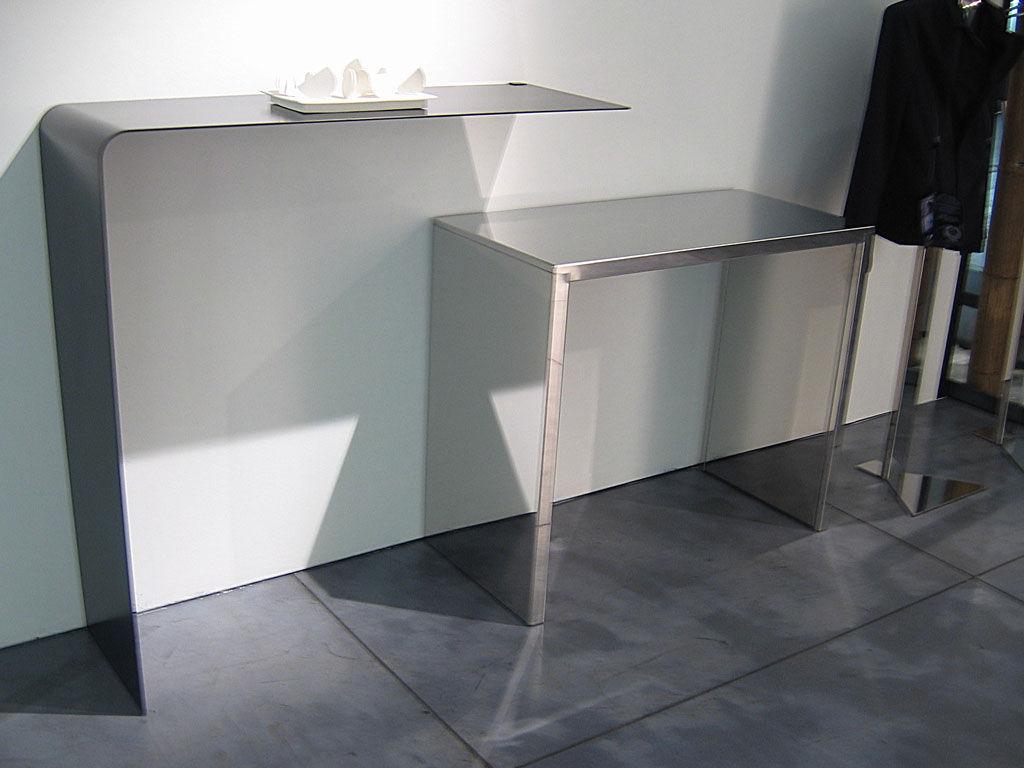 Console wing shelf acier phosphat noir zeus - Console murale design ...