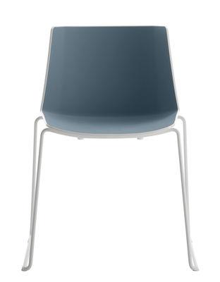 Mobilier - Chaises, fauteuils de salle à manger - Chaise empilable Aiku / Pied traineau - MDF Italia - Blanc & intérieur bleu pastel / Pieds blanc mat - Acier peint, Prolypropylène