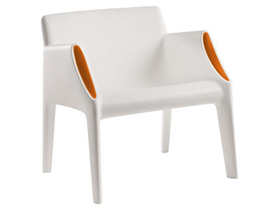 Foto Poltrona Magic Hole - interni/esterni di Kartell - Bianco,Arancione - Materiale plastico