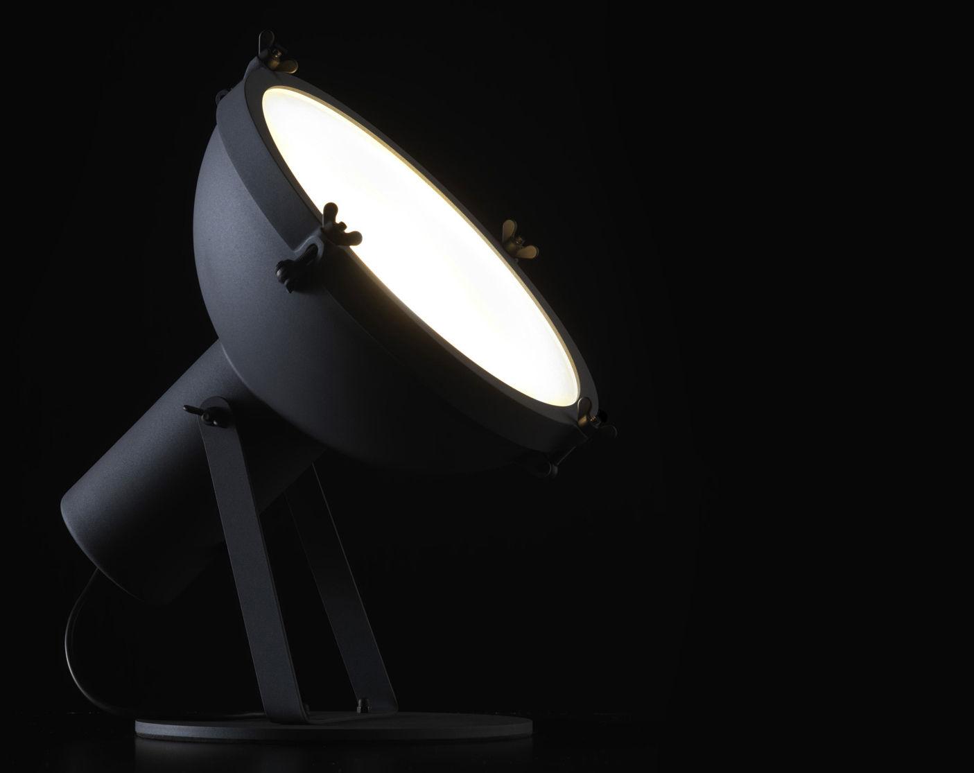 lampe de table projecteur 365 by le corbusier r dition 1954 anthracite int rieur blanc. Black Bedroom Furniture Sets. Home Design Ideas