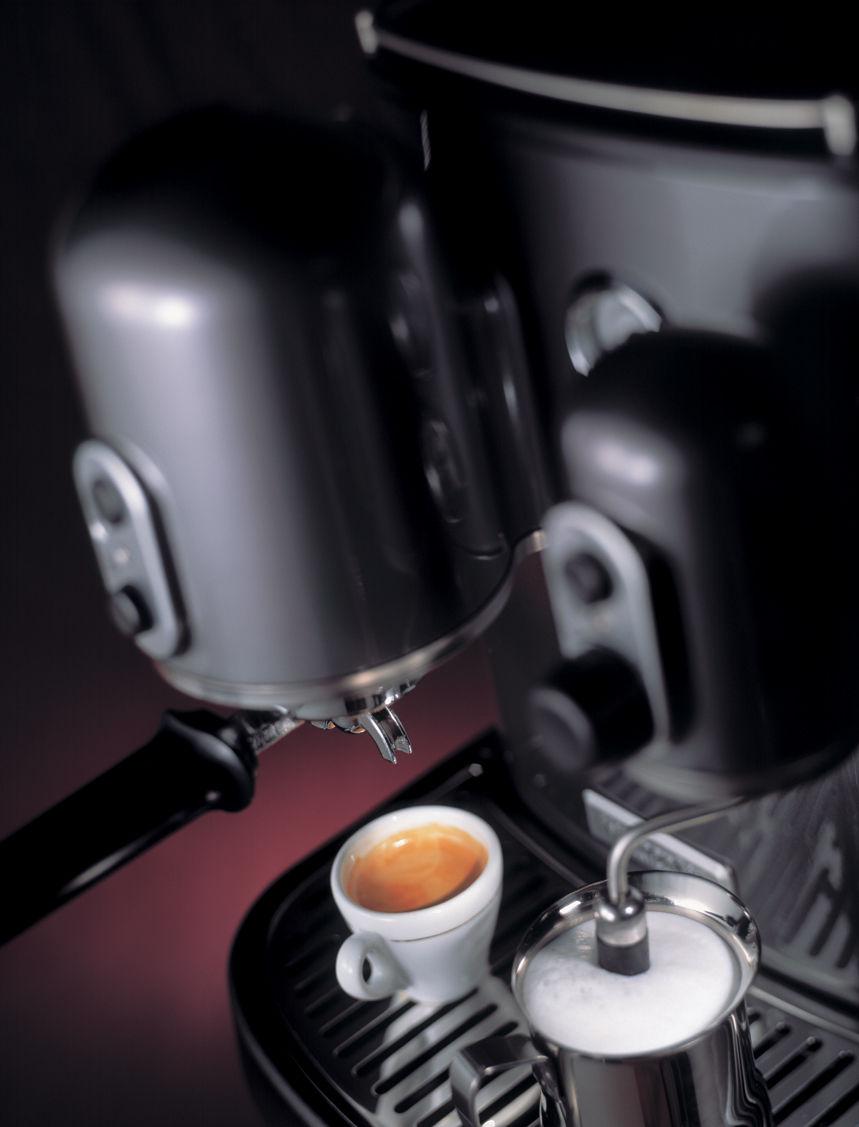 cafeti re expresso artisan pour dosettes et caf moulu. Black Bedroom Furniture Sets. Home Design Ideas