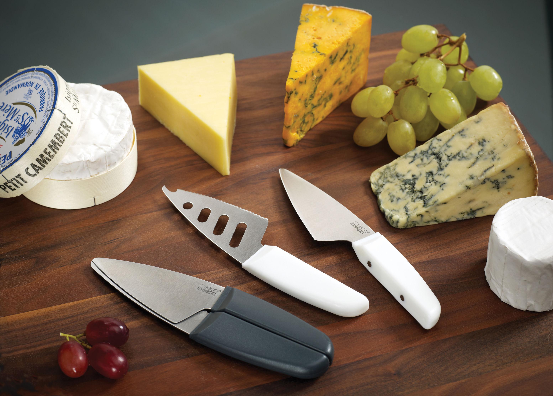 couteau fromage duo set de 2 couteaux avec manches aimant s blanc joseph joseph made in. Black Bedroom Furniture Sets. Home Design Ideas