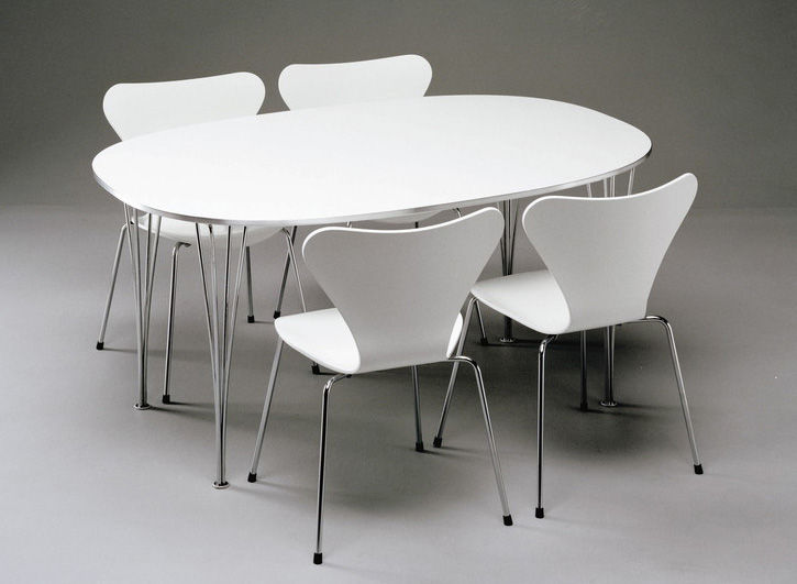 chaise empilable s rie 7 fr ne teint blanc pieds chrom s fritz hansen. Black Bedroom Furniture Sets. Home Design Ideas