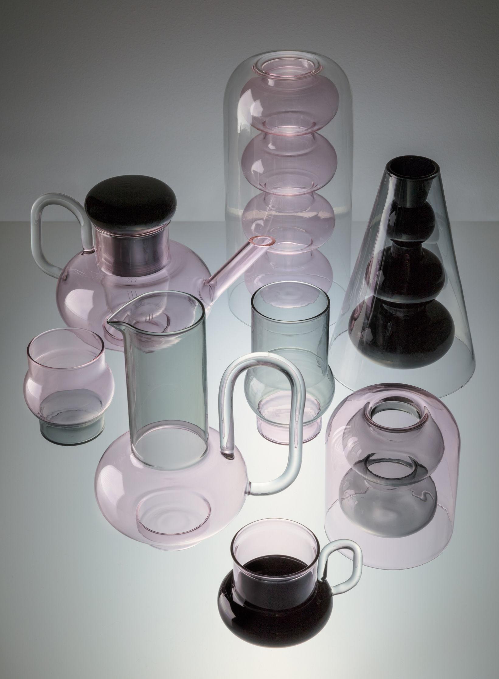 carafe bump verre souffl gris rose tom dixon made in design. Black Bedroom Furniture Sets. Home Design Ideas