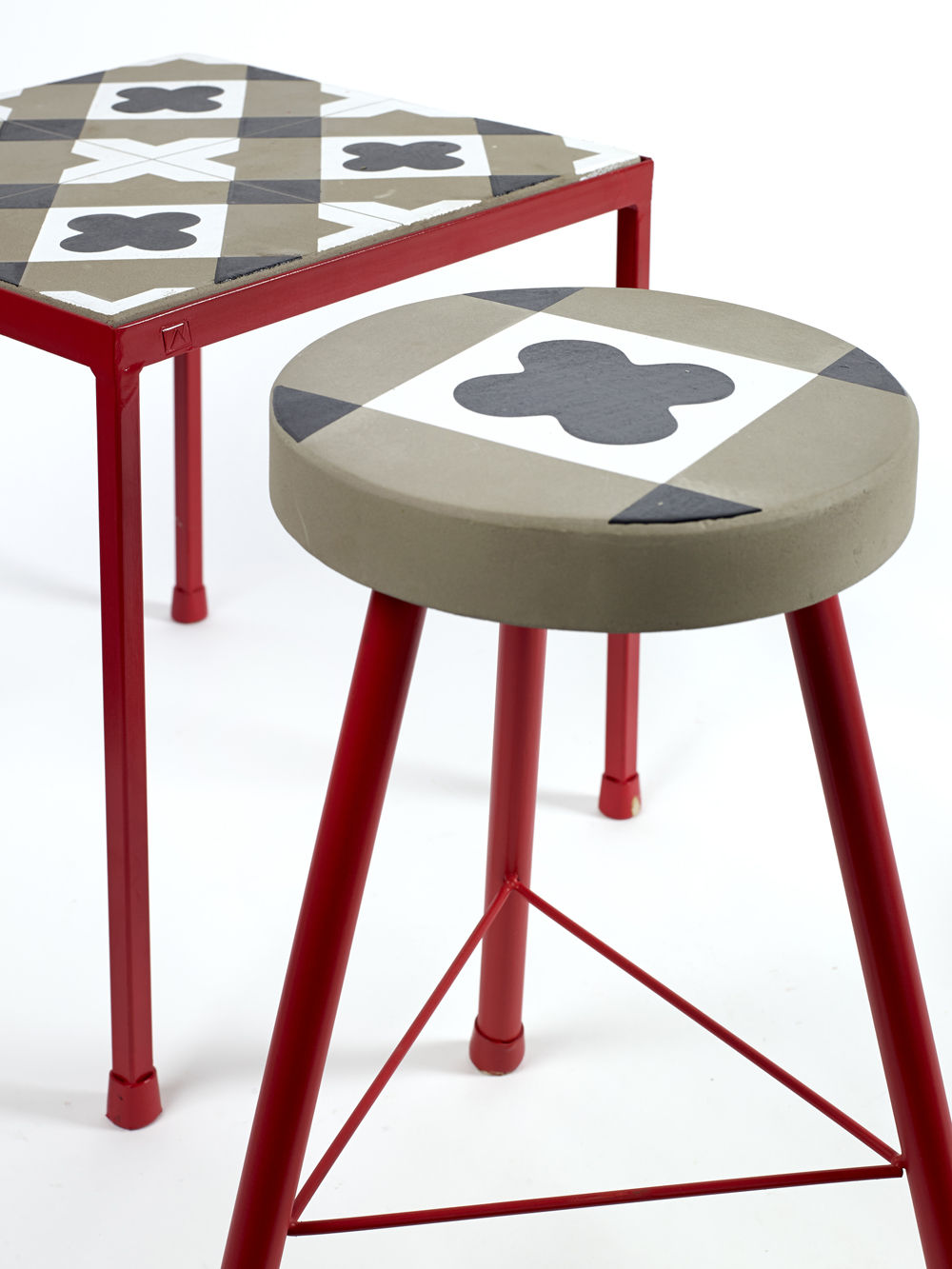 Feeling beton mit klassischem zementfliesenmuster 40 x for Beistelltisch 90 x 40