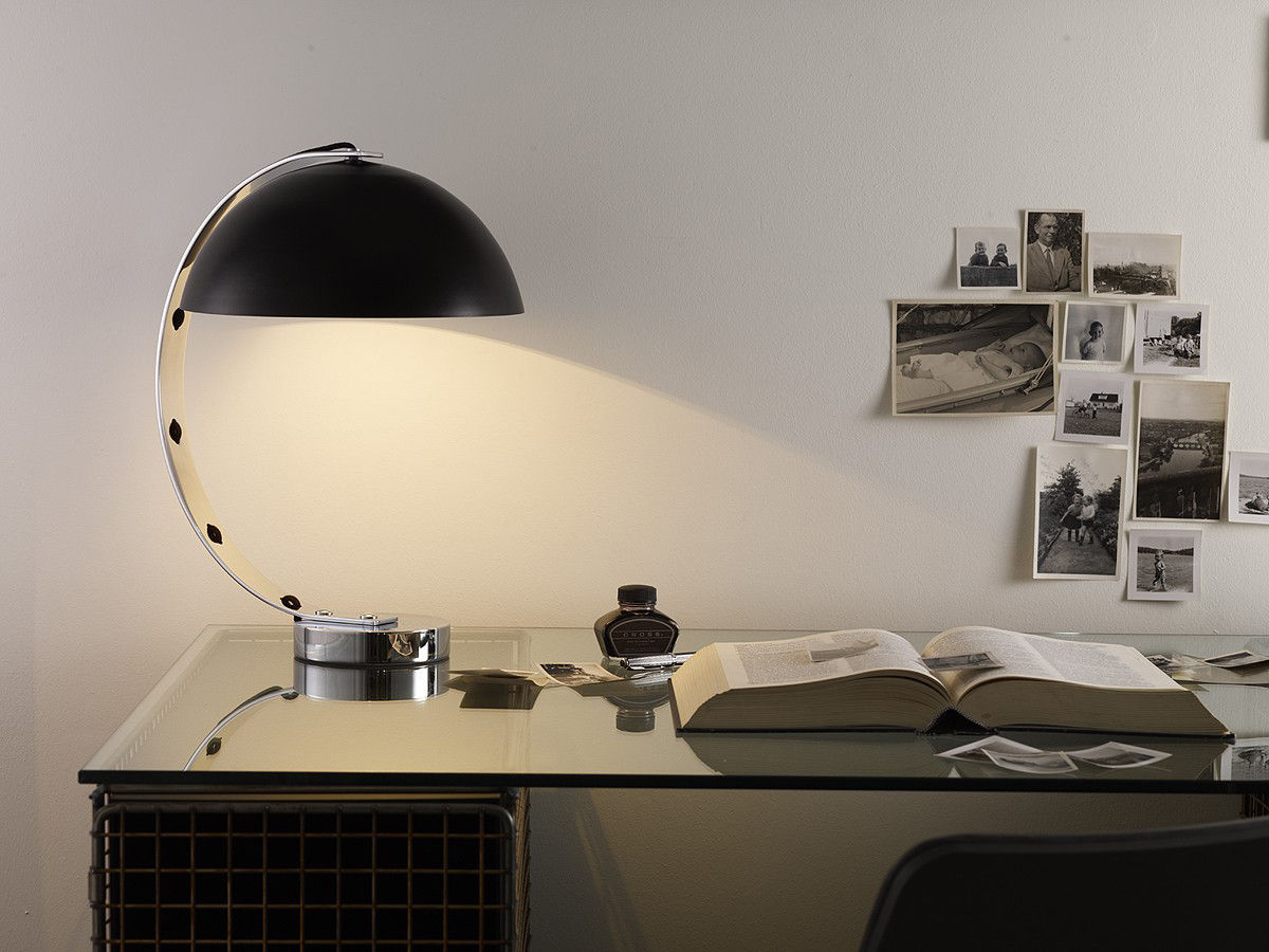 Lampe de table london h 45 cm noir pied chrom for Lampe de bureau london