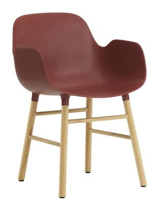 Foto Poltrona Form - / Gambe in rovere di Normann Copenhagen - Rosso,Rovere - Materiale plastico