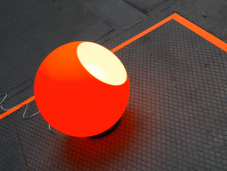 Tom Dixon Lampada Fluoro : Fluoro table lamp fluorescent orange by tom dixon made