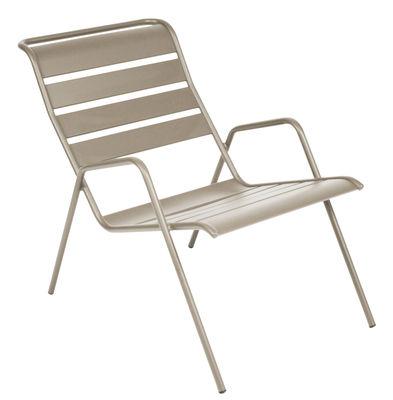 fauteuil bas monceau empilable muscade fermob. Black Bedroom Furniture Sets. Home Design Ideas
