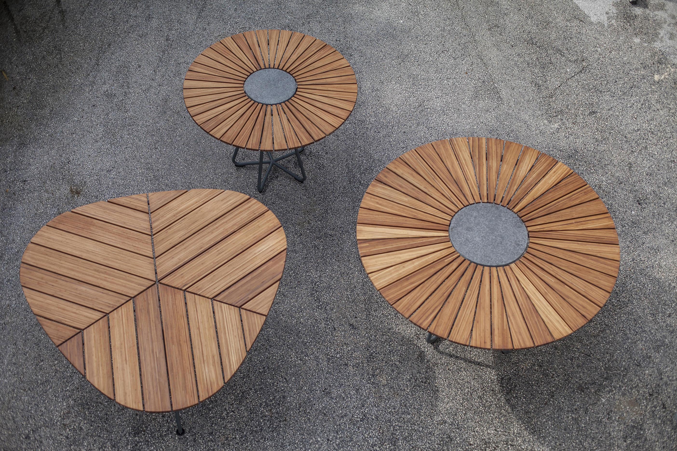 table de jardin leaf bambou triangulaire 146 x 146 x 146 cm bambou pi tement gris houe. Black Bedroom Furniture Sets. Home Design Ideas