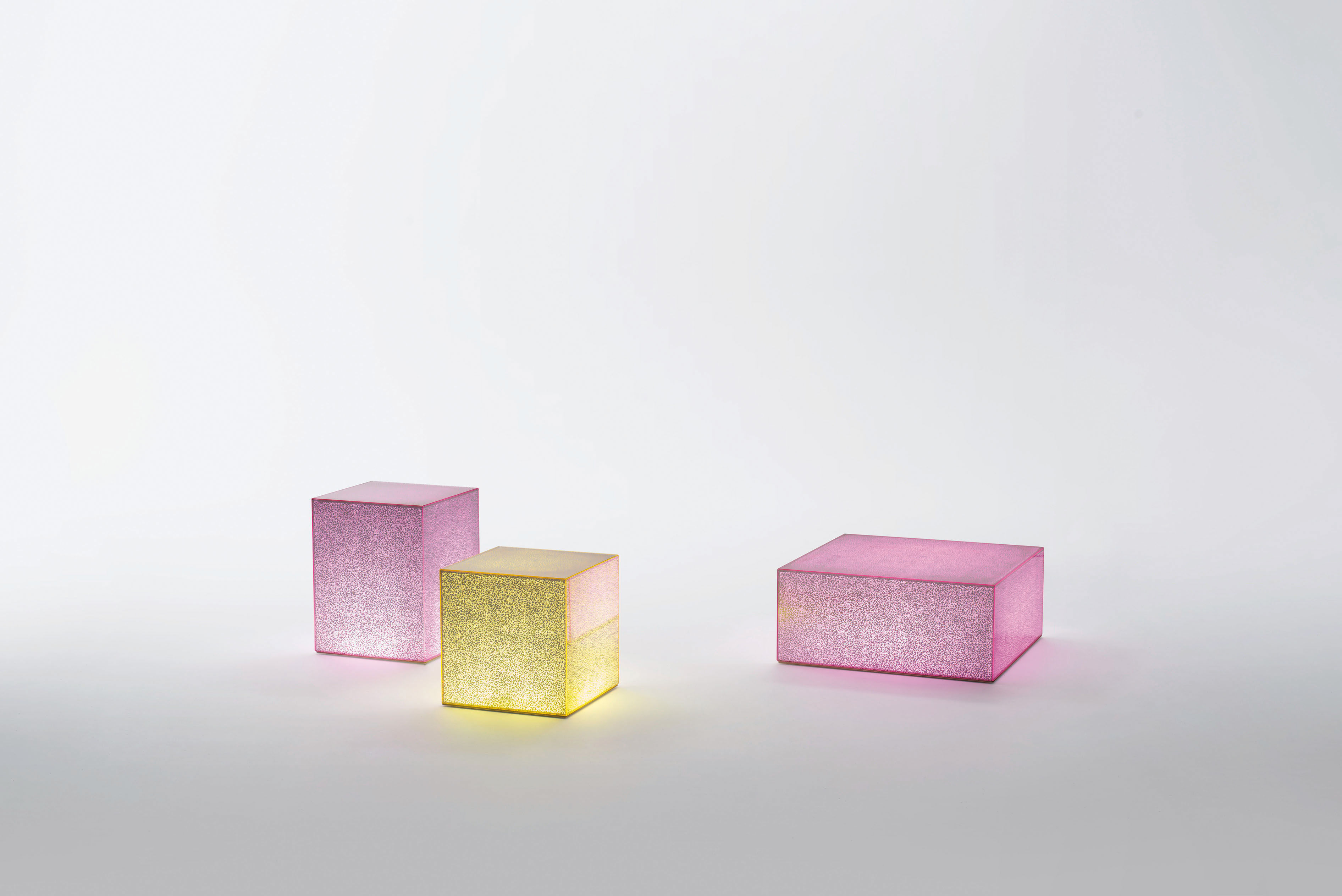 crack led luminous coffee table pink by glas italia. Black Bedroom Furniture Sets. Home Design Ideas