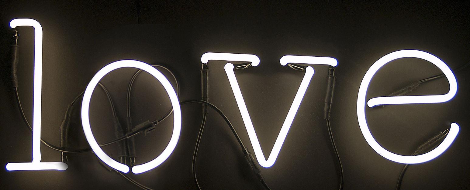 Scopri applique neon art composizione 4 lettere love - Applique neon design ...