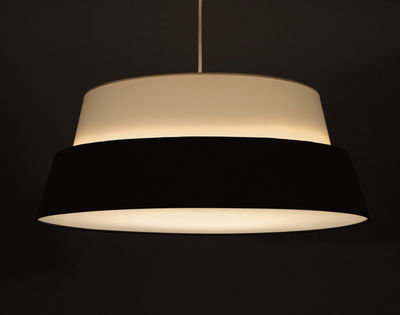 photo lampenschirm f r stehlampe nuala wei schwarz by objekto made in design. Black Bedroom Furniture Sets. Home Design Ideas