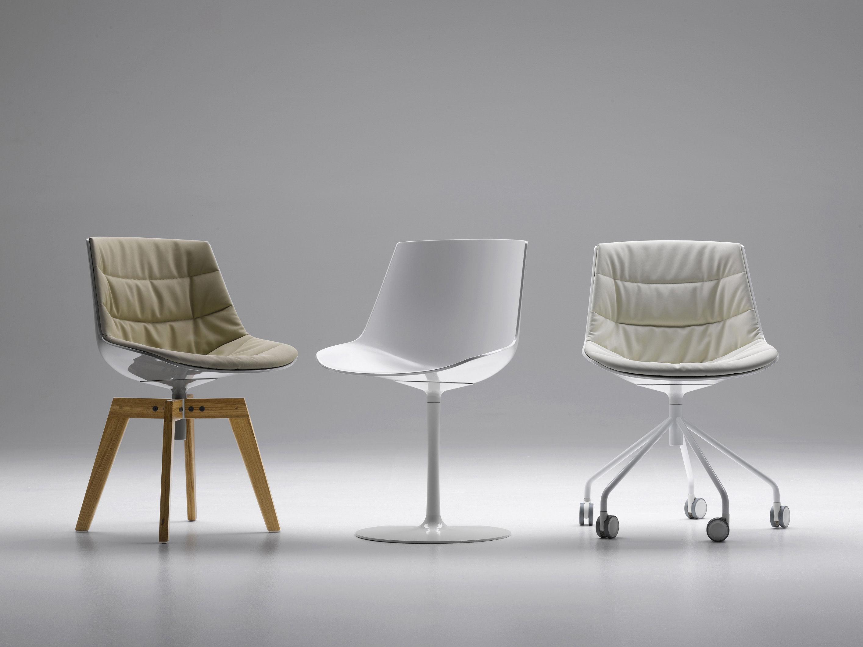 Flow Swivel Chair 4 Oak Legs White Shell Natural Oak