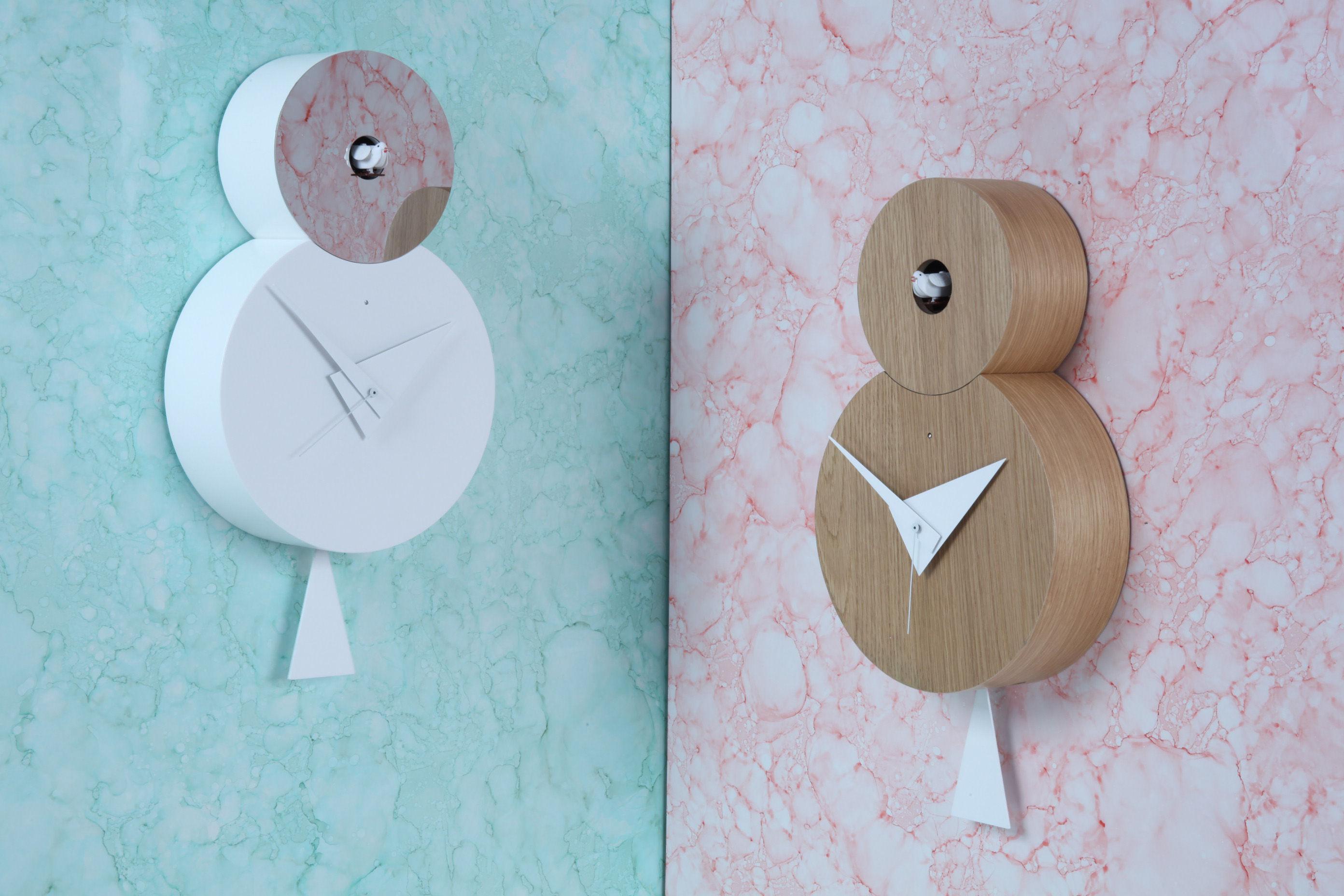 horloge murale otto coucou h 38 5 cm ch ne naturel coucou pendule aiguilles blancs. Black Bedroom Furniture Sets. Home Design Ideas