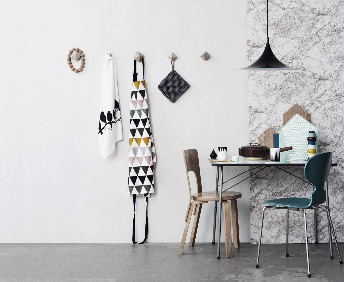 tablier triangle multicolore ferm living. Black Bedroom Furniture Sets. Home Design Ideas
