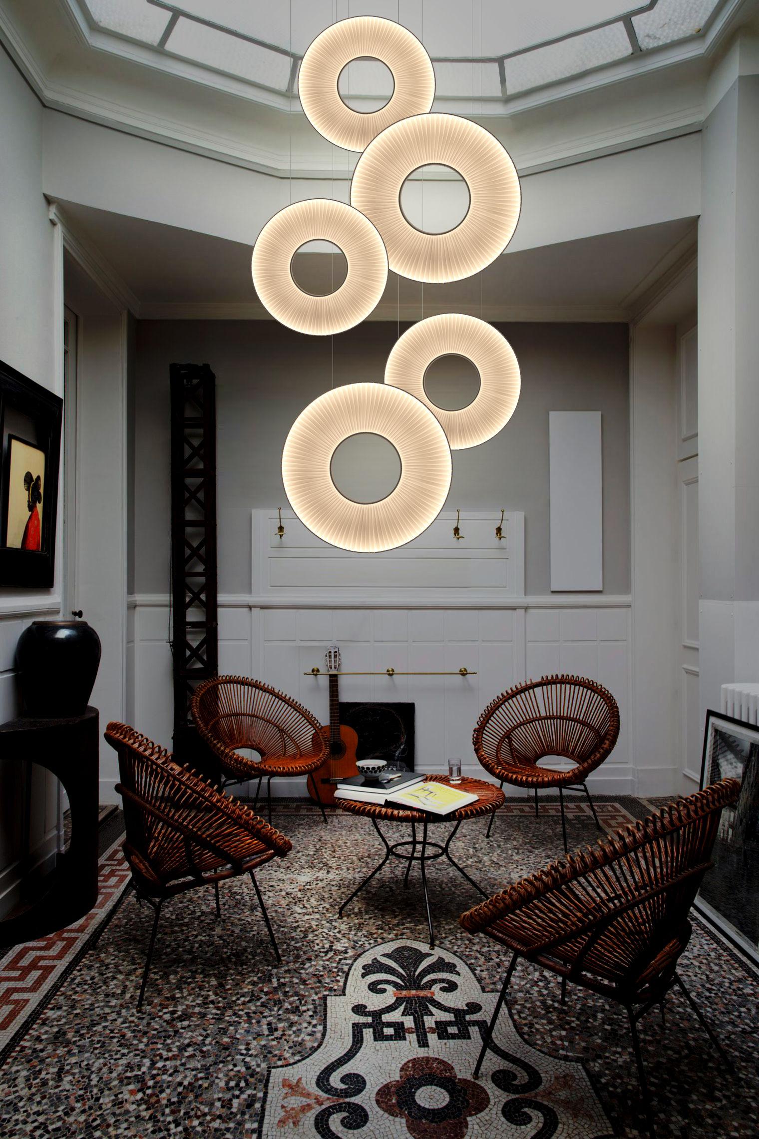 iris vertikal led 60 cm wei er stoff beidseitige beleuchtung dix heures dix. Black Bedroom Furniture Sets. Home Design Ideas