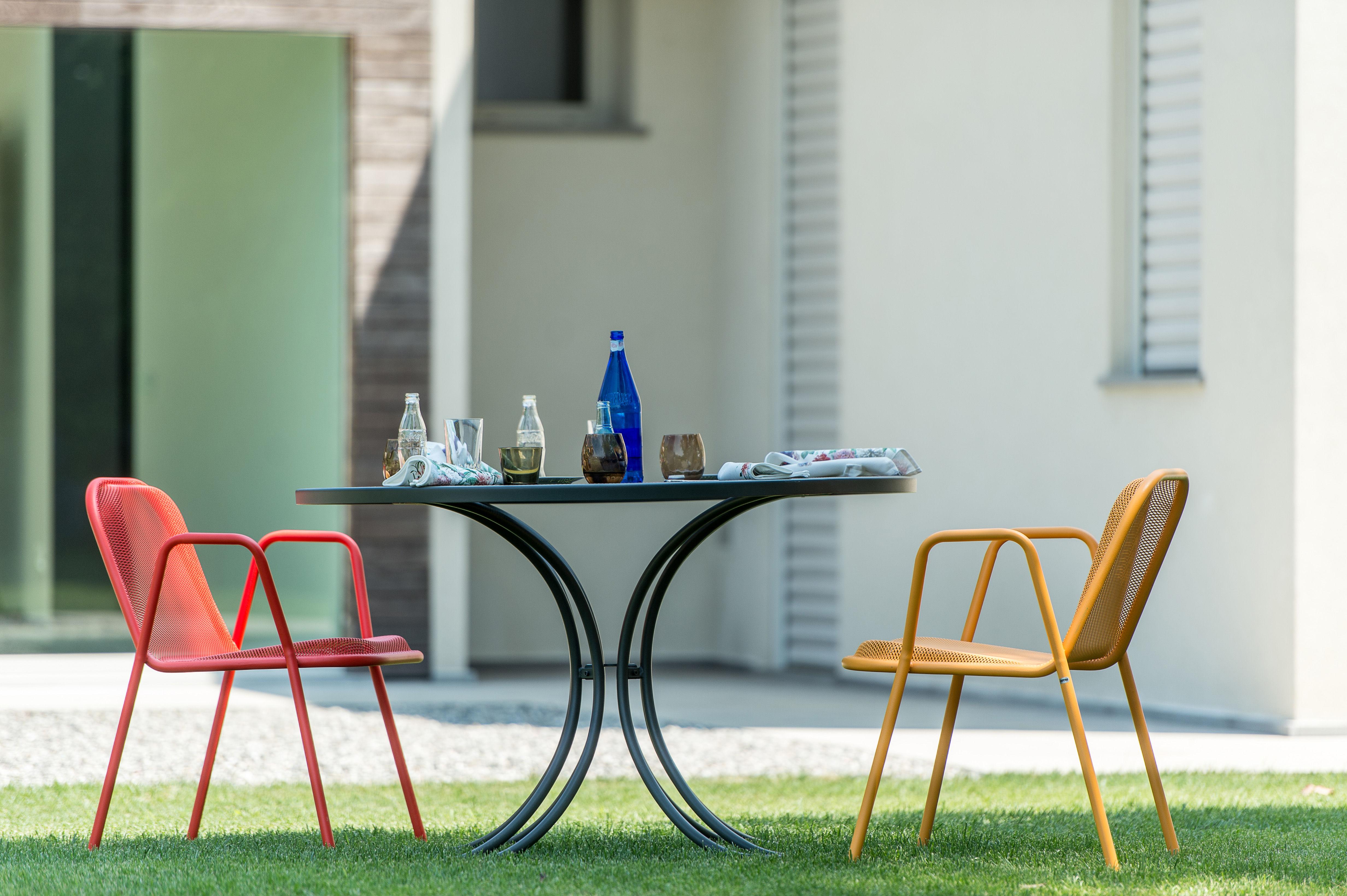 Scopri Poltrona Golf, Rosso di Emu, Made In Design Italia