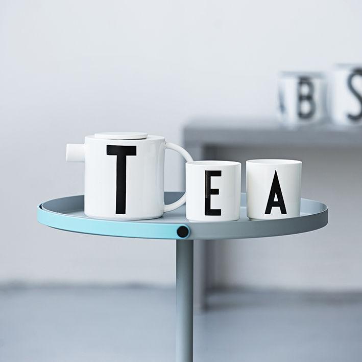 mug arne jacobsen porcelaine lettre m blanc lettre m design letters. Black Bedroom Furniture Sets. Home Design Ideas