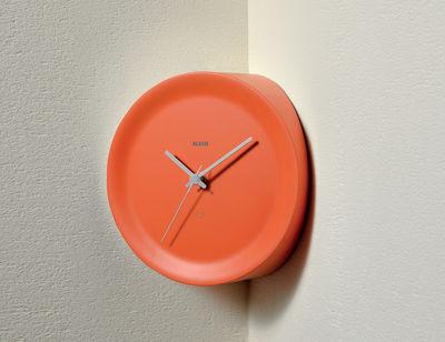 Horloge murale Ora In d´angle / Ø 21 x H 13 cm - Alessi orange,gris en matière plastique