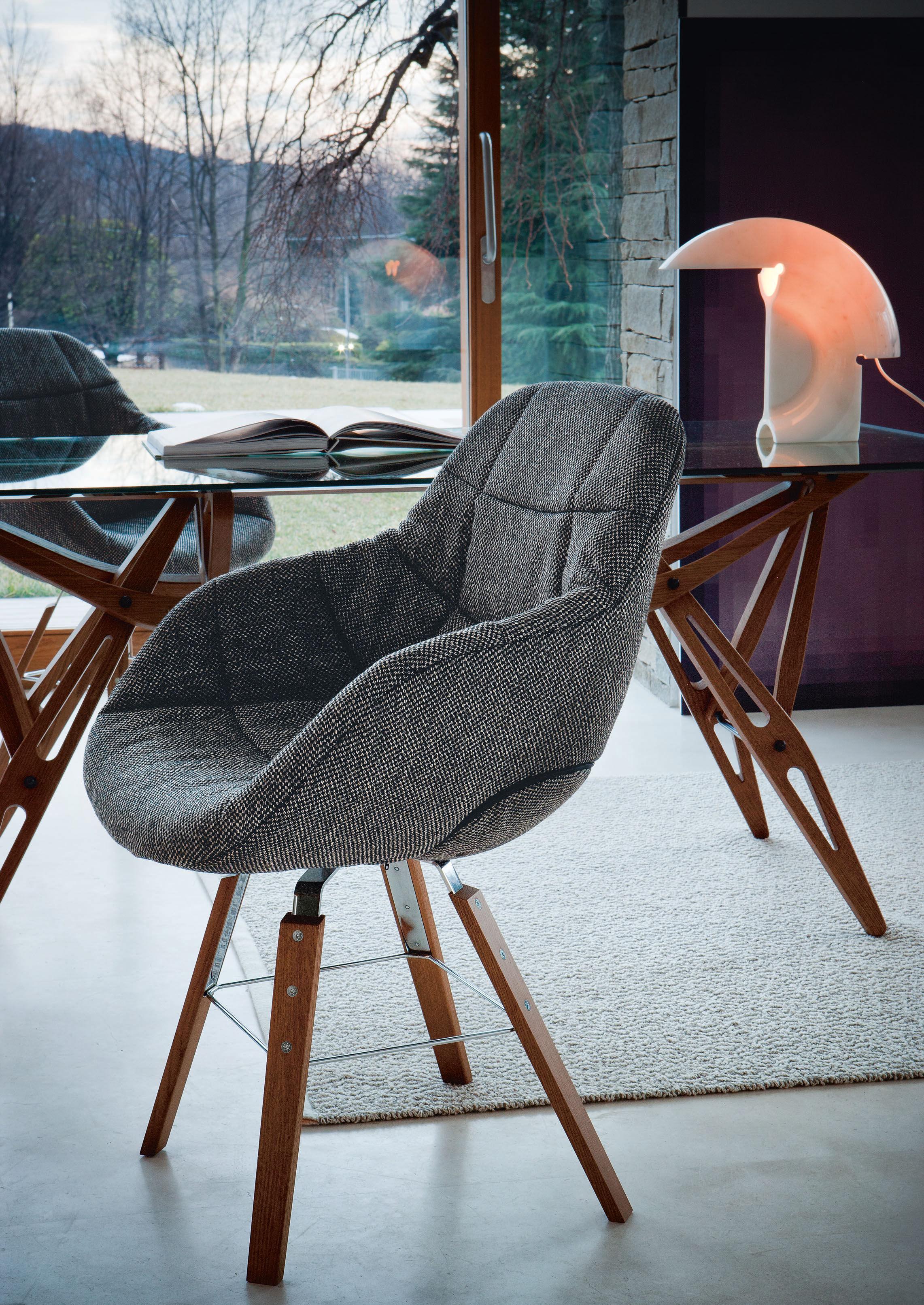 eva 4 stuhlbeine aus holz stoffbezug zanotta gepolsterter sessel. Black Bedroom Furniture Sets. Home Design Ideas