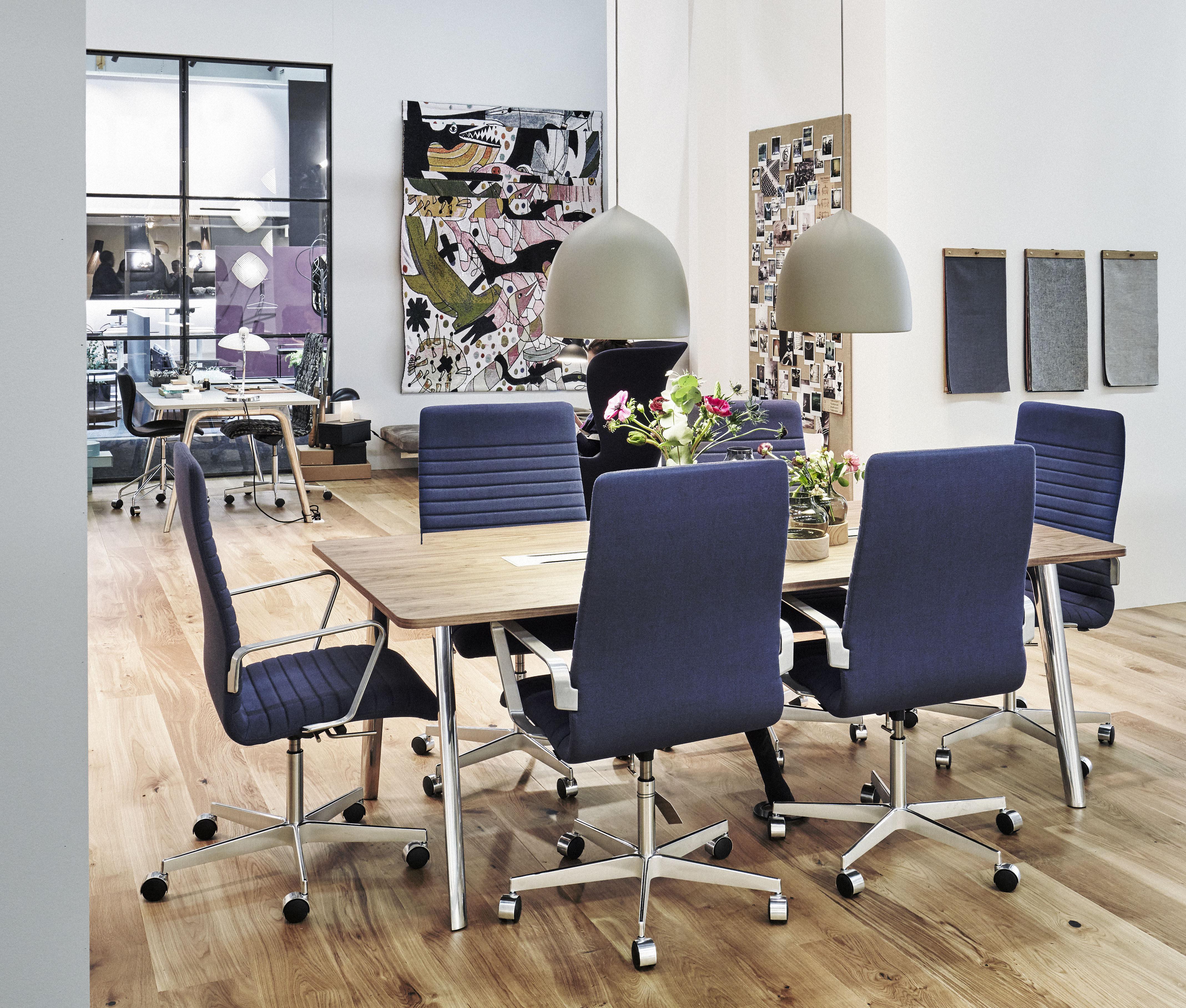 bureau pluralis bureau 200 x 100 cm ch ne ch ne pieds chrom s fritz hansen. Black Bedroom Furniture Sets. Home Design Ideas