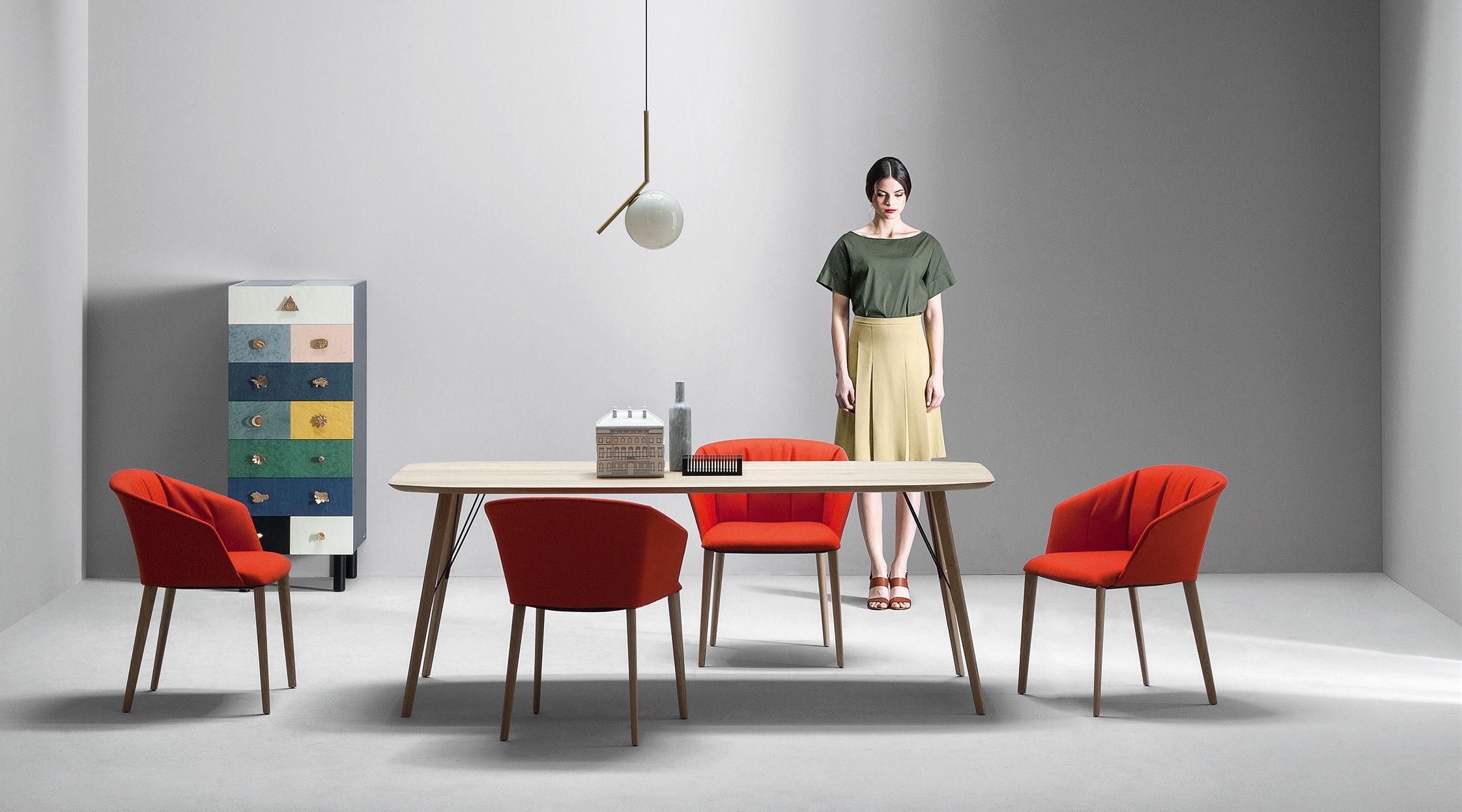 liza stoff stuhlbeine aus holz zanotta gepolsterter sessel. Black Bedroom Furniture Sets. Home Design Ideas