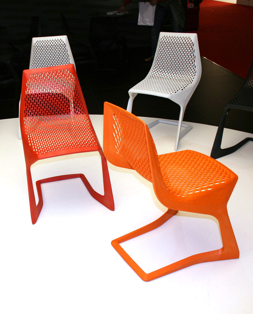 myto sedia impilabile nero by plank made in design. Black Bedroom Furniture Sets. Home Design Ideas