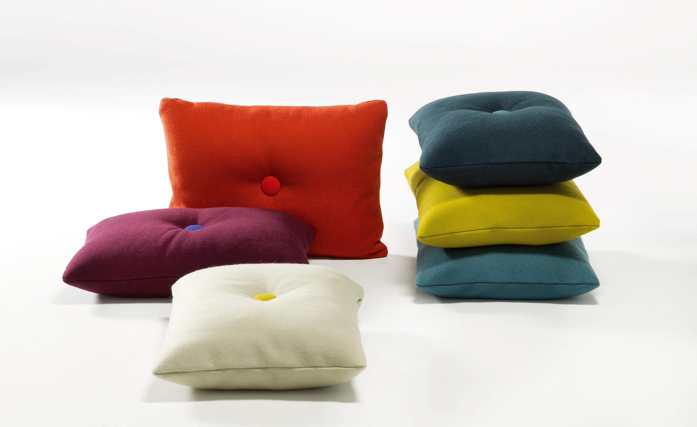 coussin dot divina 60 x 45 cm bleu clair boutons vert d 39 eau gris clair hay. Black Bedroom Furniture Sets. Home Design Ideas