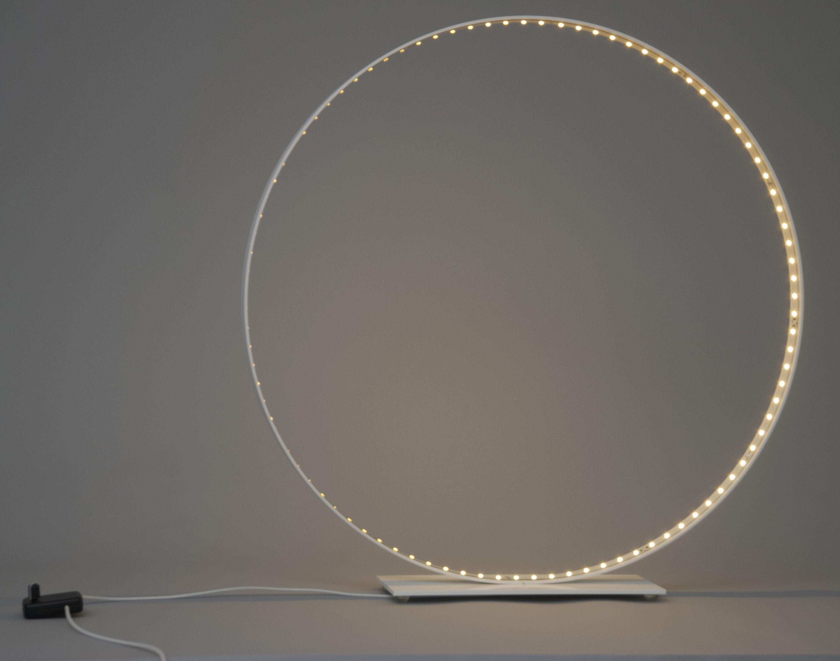 Lampe de table classic led 63 cm blanc le deun for Division 2 table 98 99
