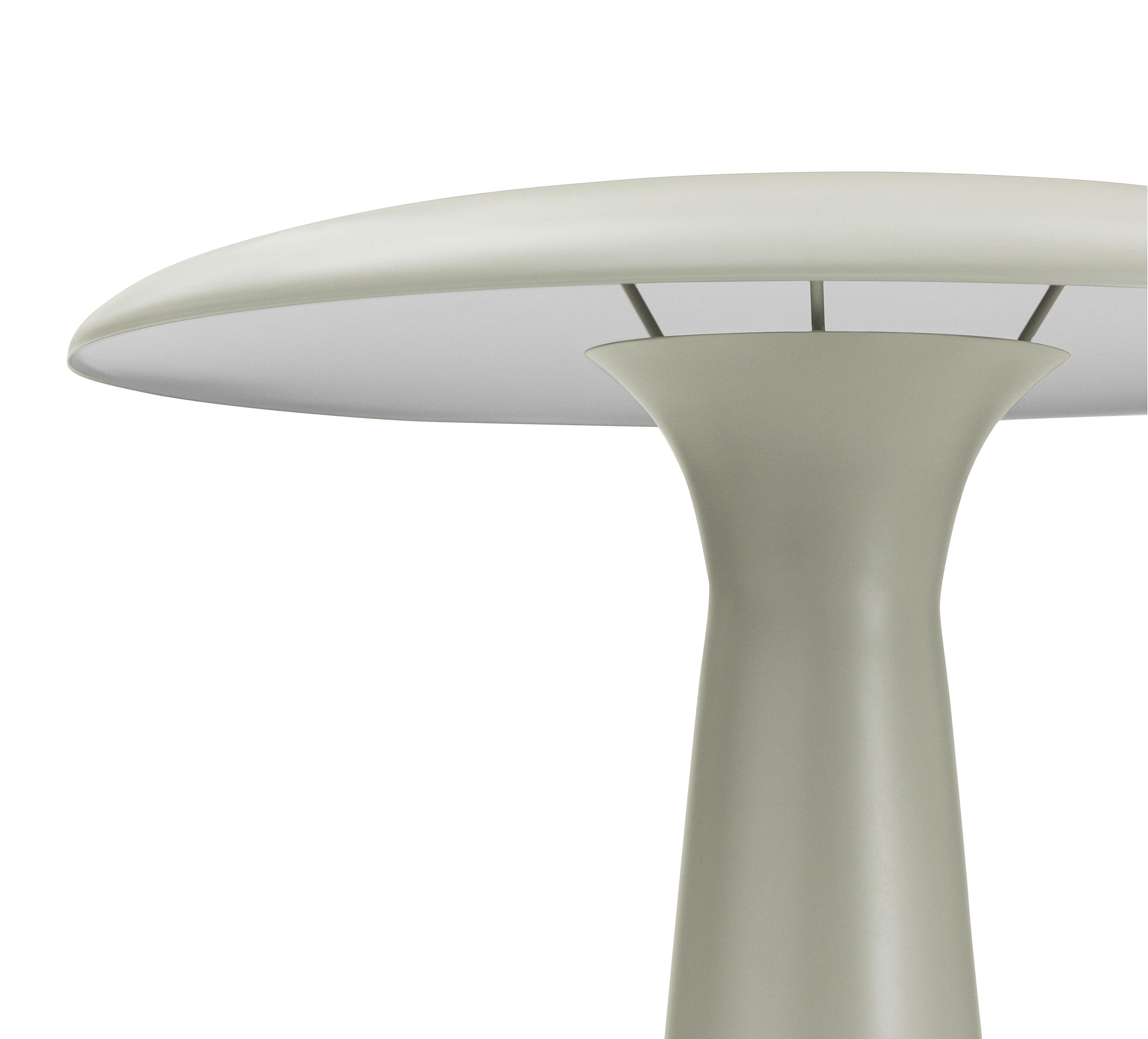 Scopri Lampada da tavolo Shelter, Calcare di Normann Copenhagen, Made In Design Italia