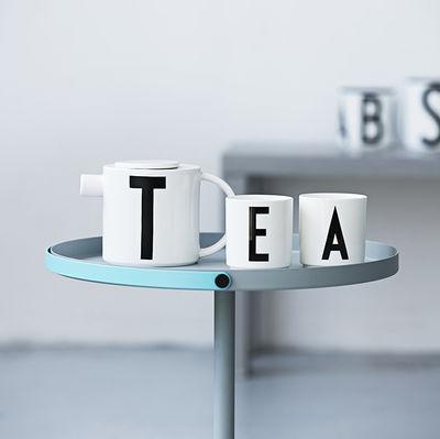 mug arne jacobsen porcelaine lettre a blanc lettre a. Black Bedroom Furniture Sets. Home Design Ideas