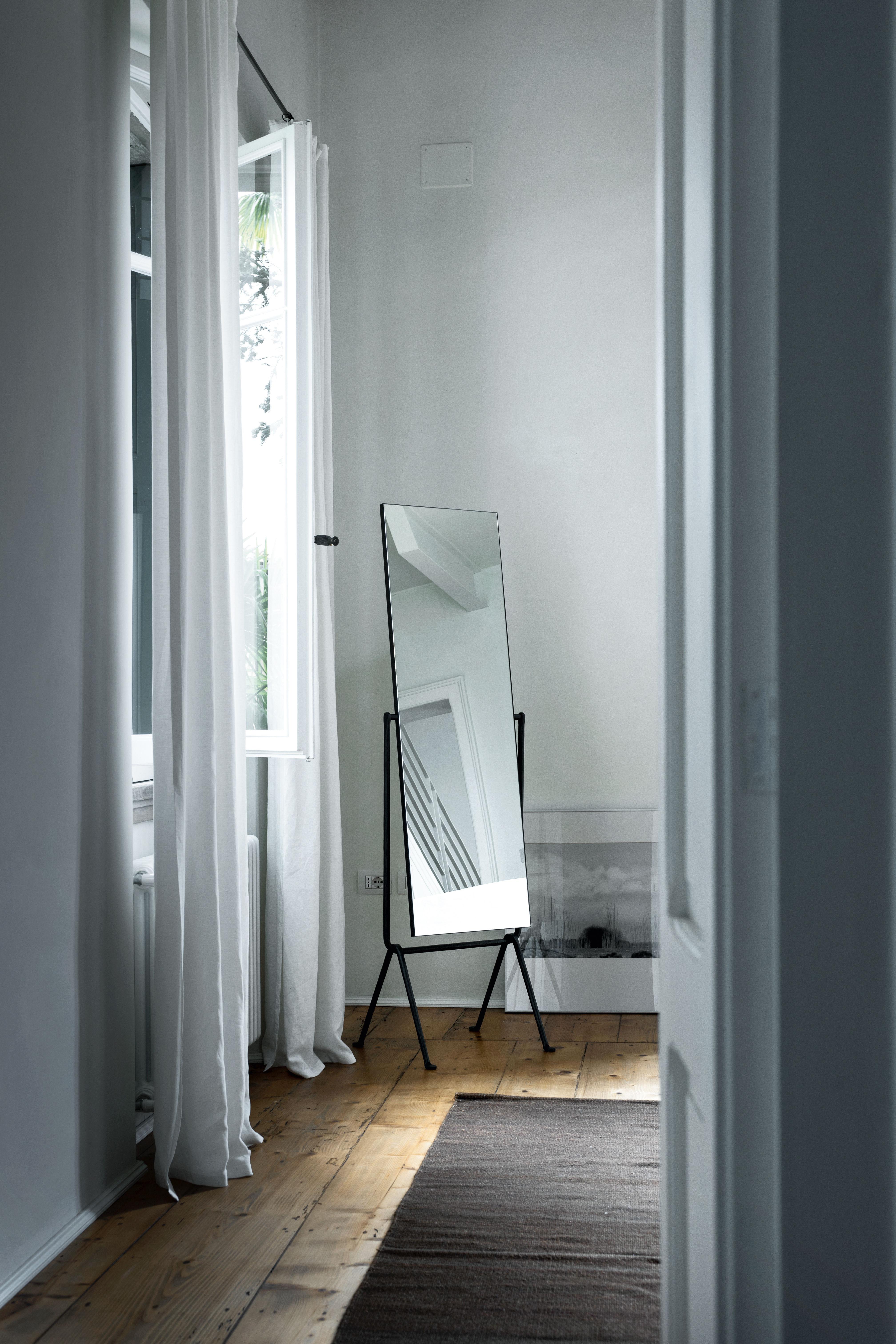 Miroir sur pied Officina / Fer forgé - Inclinable Noir - Magis