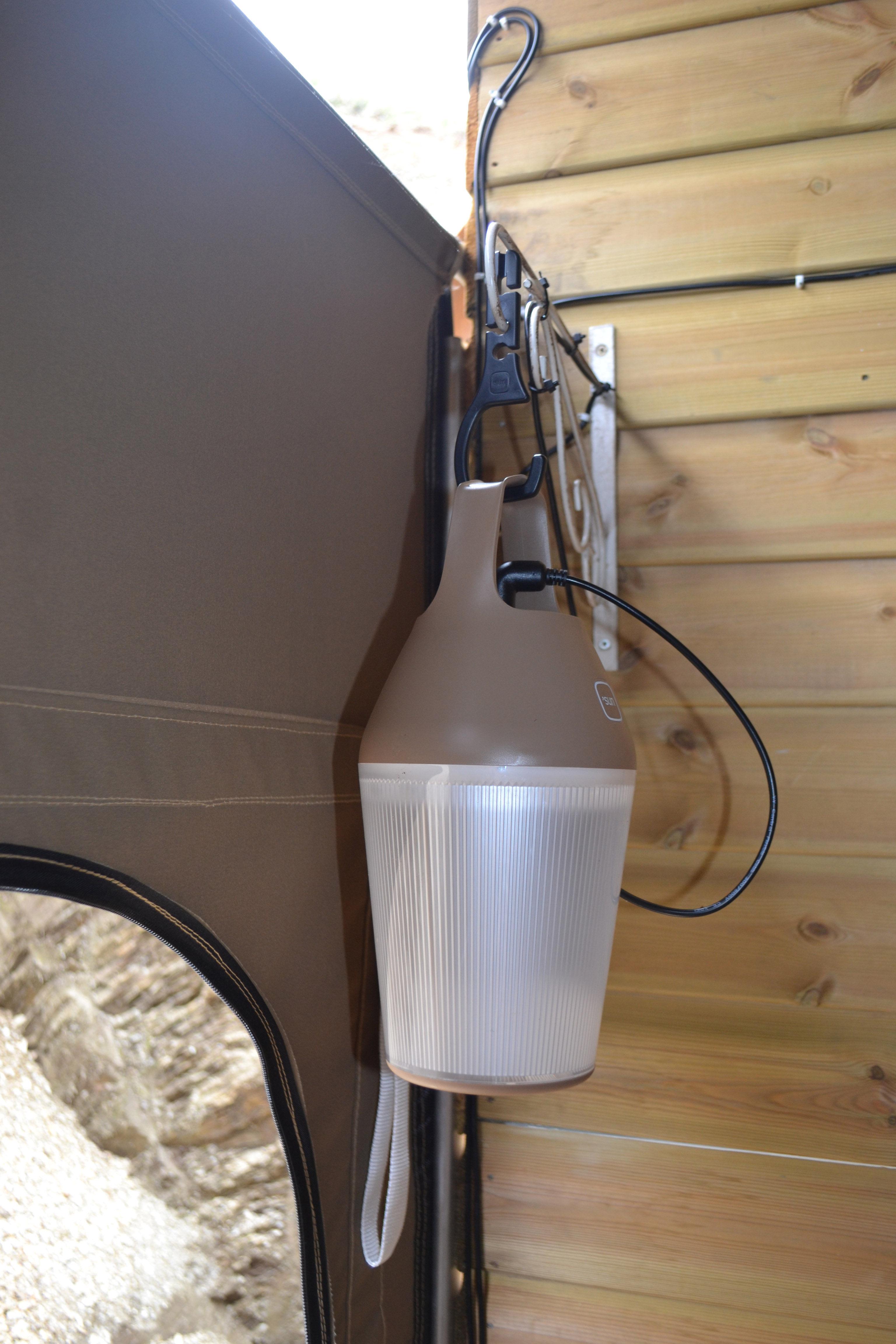 lampe solaire nomad sans fil recharge secteur ou solaire vert o 39 sun. Black Bedroom Furniture Sets. Home Design Ideas