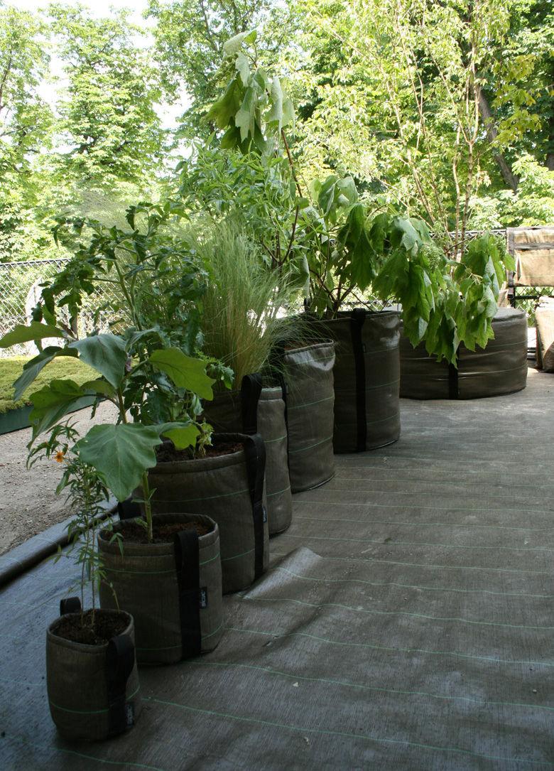 pot de fleurs geotextile outdoor 10 l 10l marron bacsac made in design. Black Bedroom Furniture Sets. Home Design Ideas