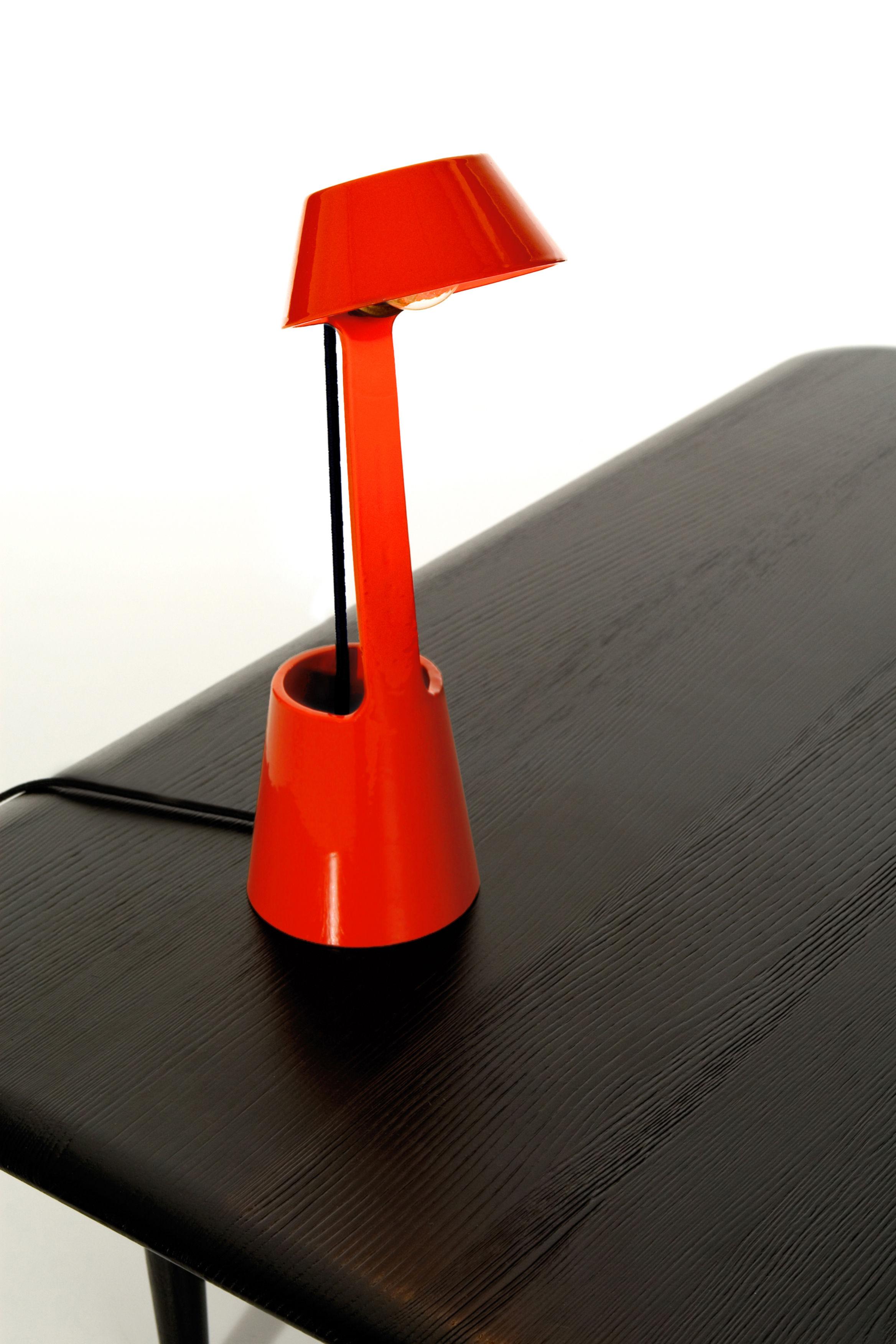 lampe de table lean light noir tom dixon. Black Bedroom Furniture Sets. Home Design Ideas