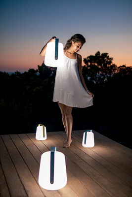 balad small led h 25 cm mit usb ladekabel fermob lampe ohne kabel. Black Bedroom Furniture Sets. Home Design Ideas