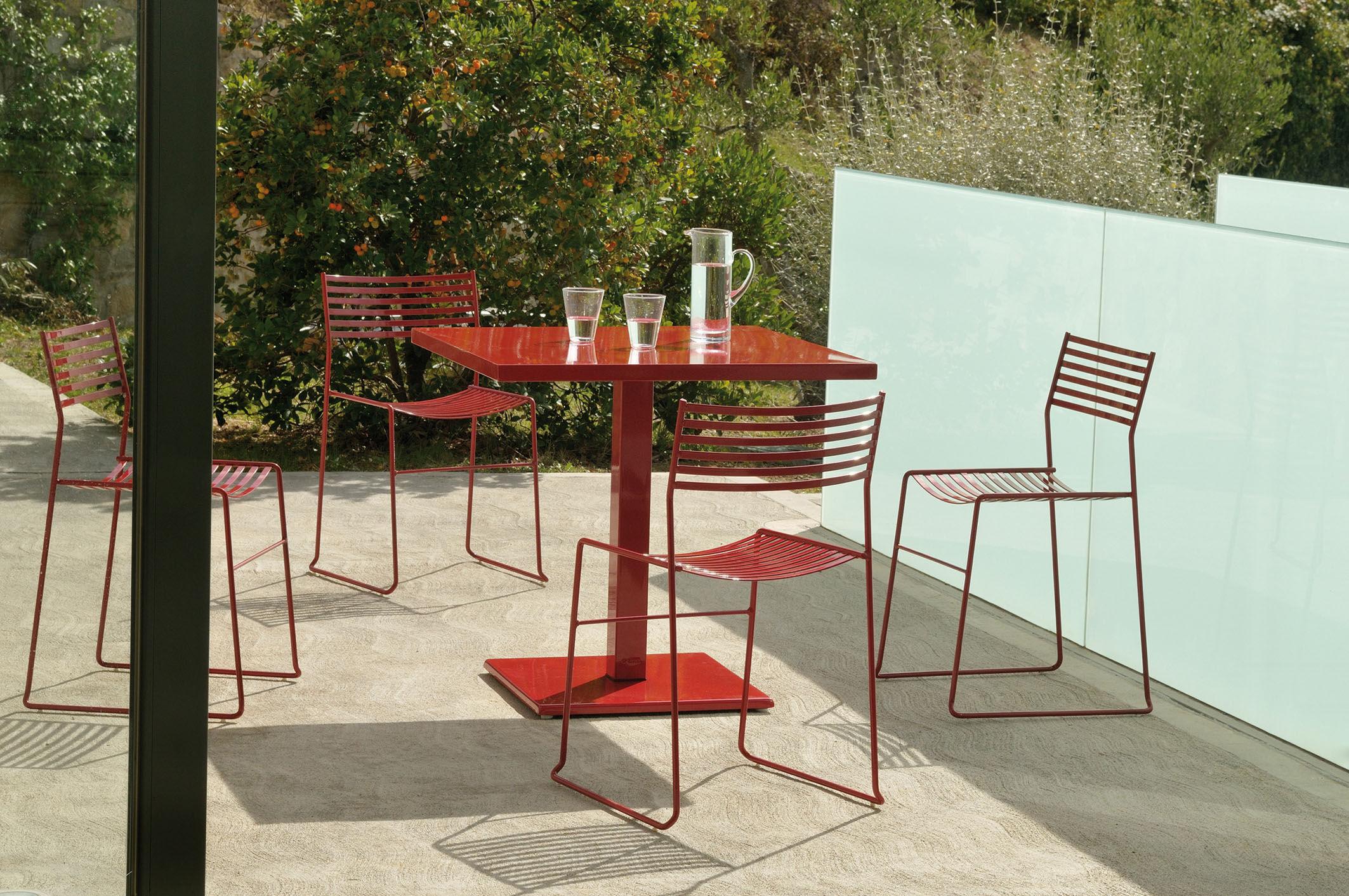table de jardin round 82 x 80 cm rouge emu. Black Bedroom Furniture Sets. Home Design Ideas