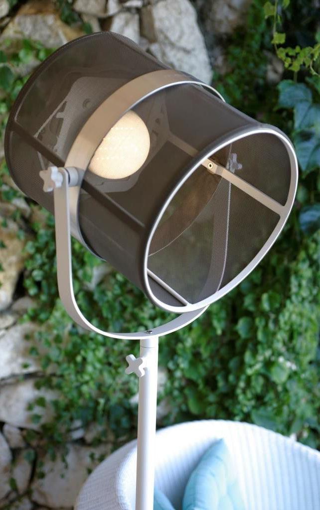 Lampadaire solaire la lampe paris led sans fil blanc for Luminaire exterieur led sans fil
