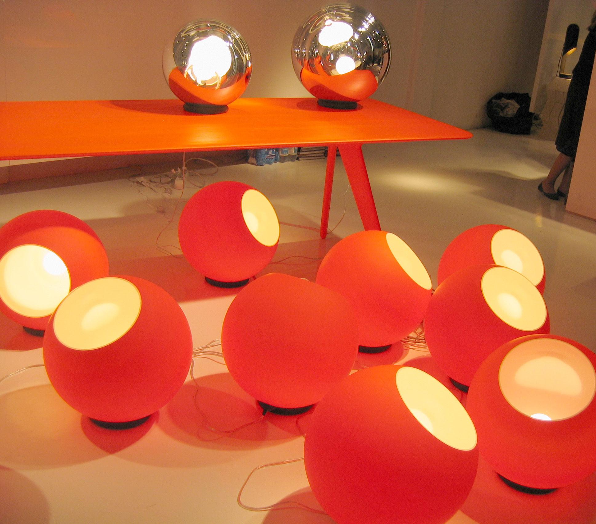 Tom Dixon Lampada Fluoro : Lampe de table fluoro orange fluo tom dixon made in design