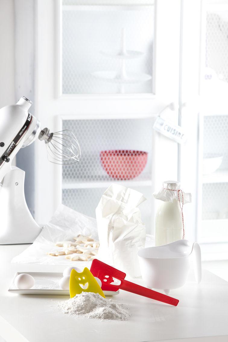 Hermann spatula mustard by koziol for Mustard bathroom accessories uk