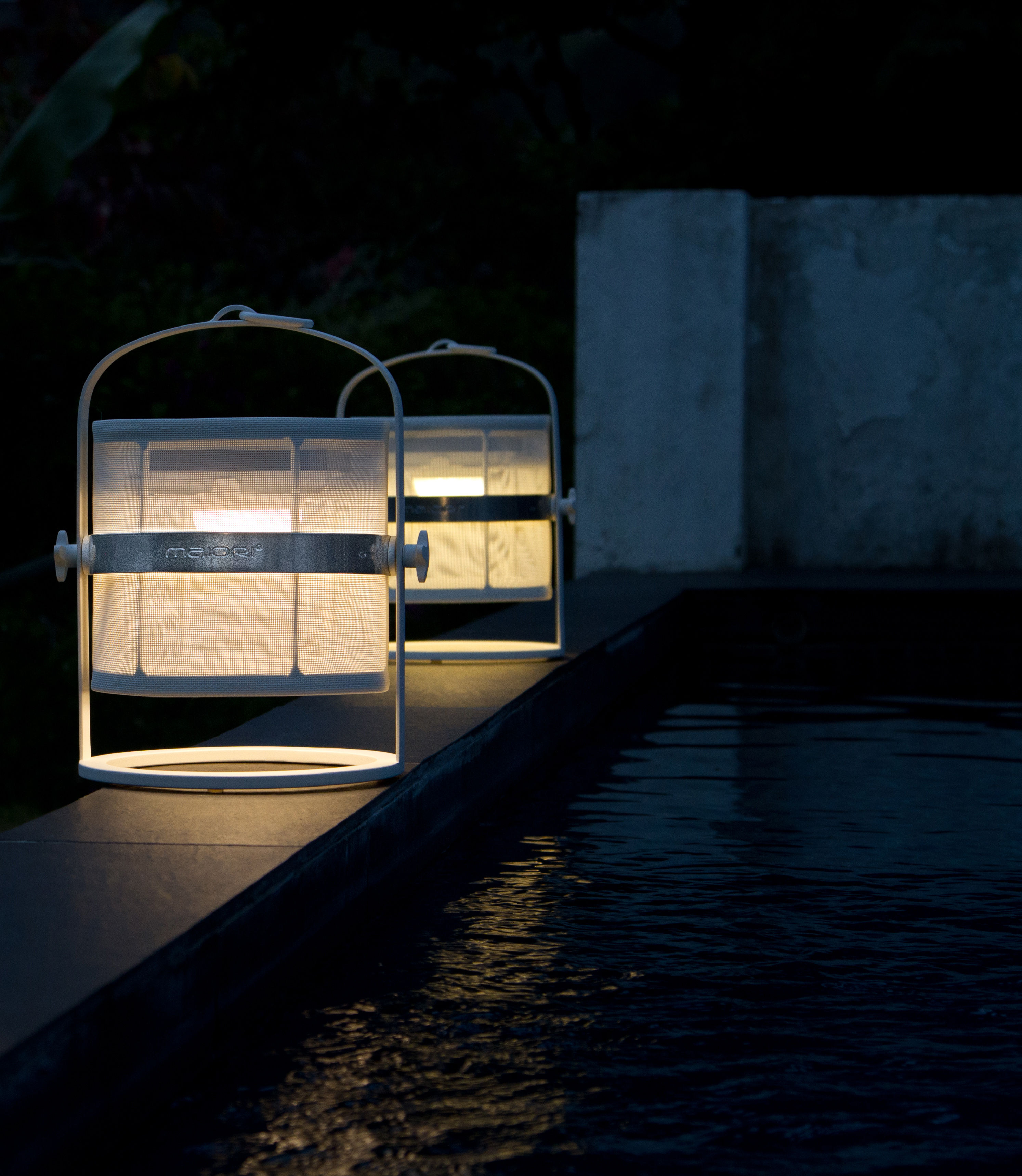 la lampe petite led kabellos gestell schwarz maiori solarlampe. Black Bedroom Furniture Sets. Home Design Ideas