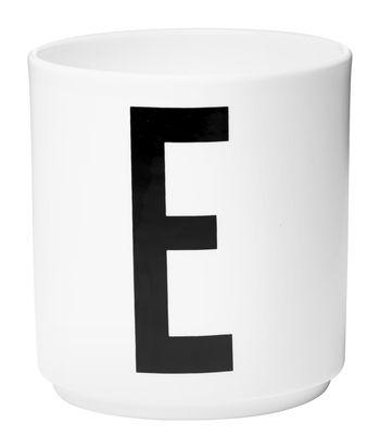 Mug Arne Jacobsen Porcelaine Lettre E Design Letters blanc en céramique