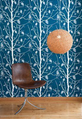 papier peint family tree 1 rouleau larg 53 cm bleu p trole blanc ferm living made in. Black Bedroom Furniture Sets. Home Design Ideas