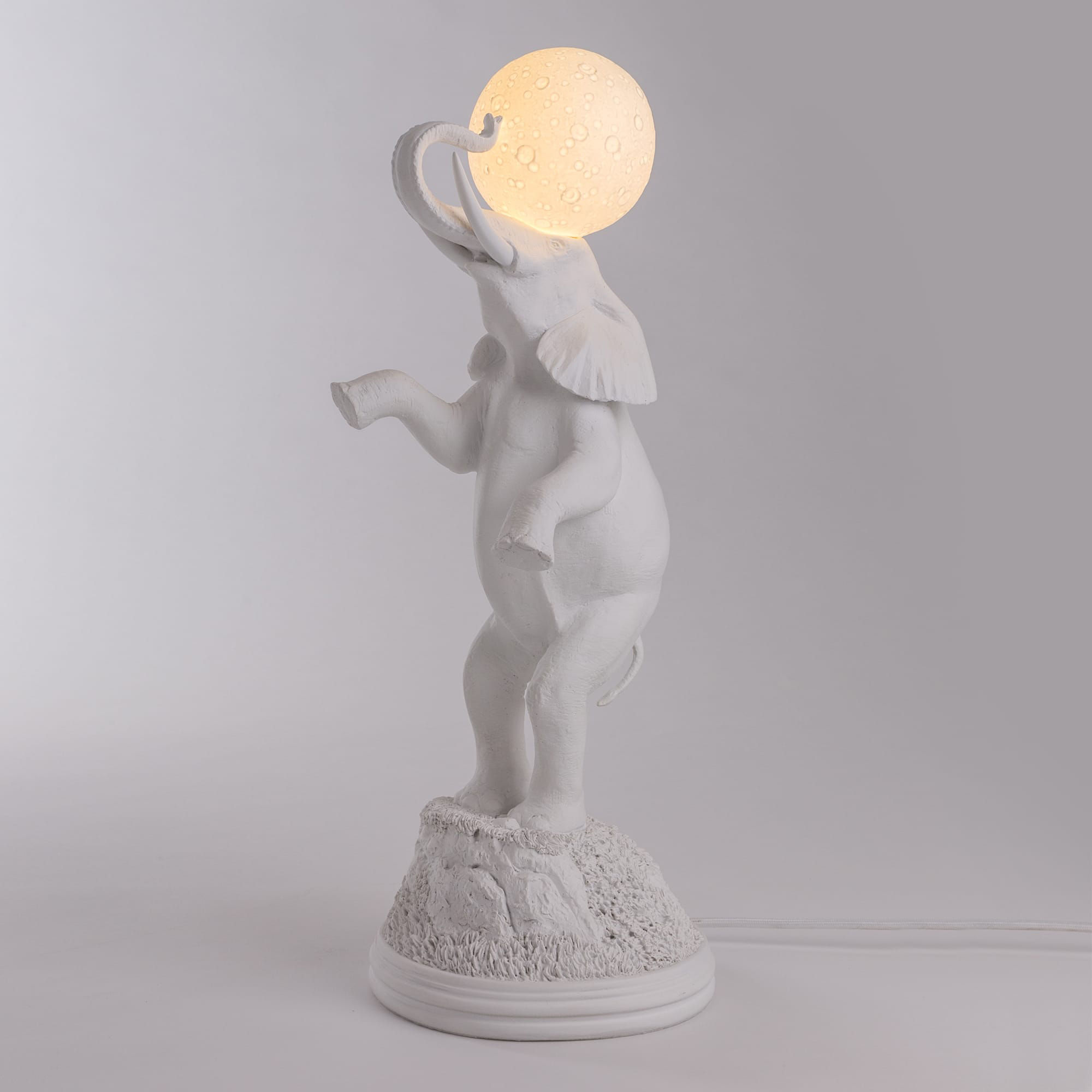 Lampe de table elephant h 55 cm blanc seletti for Lampada scimmia seletti