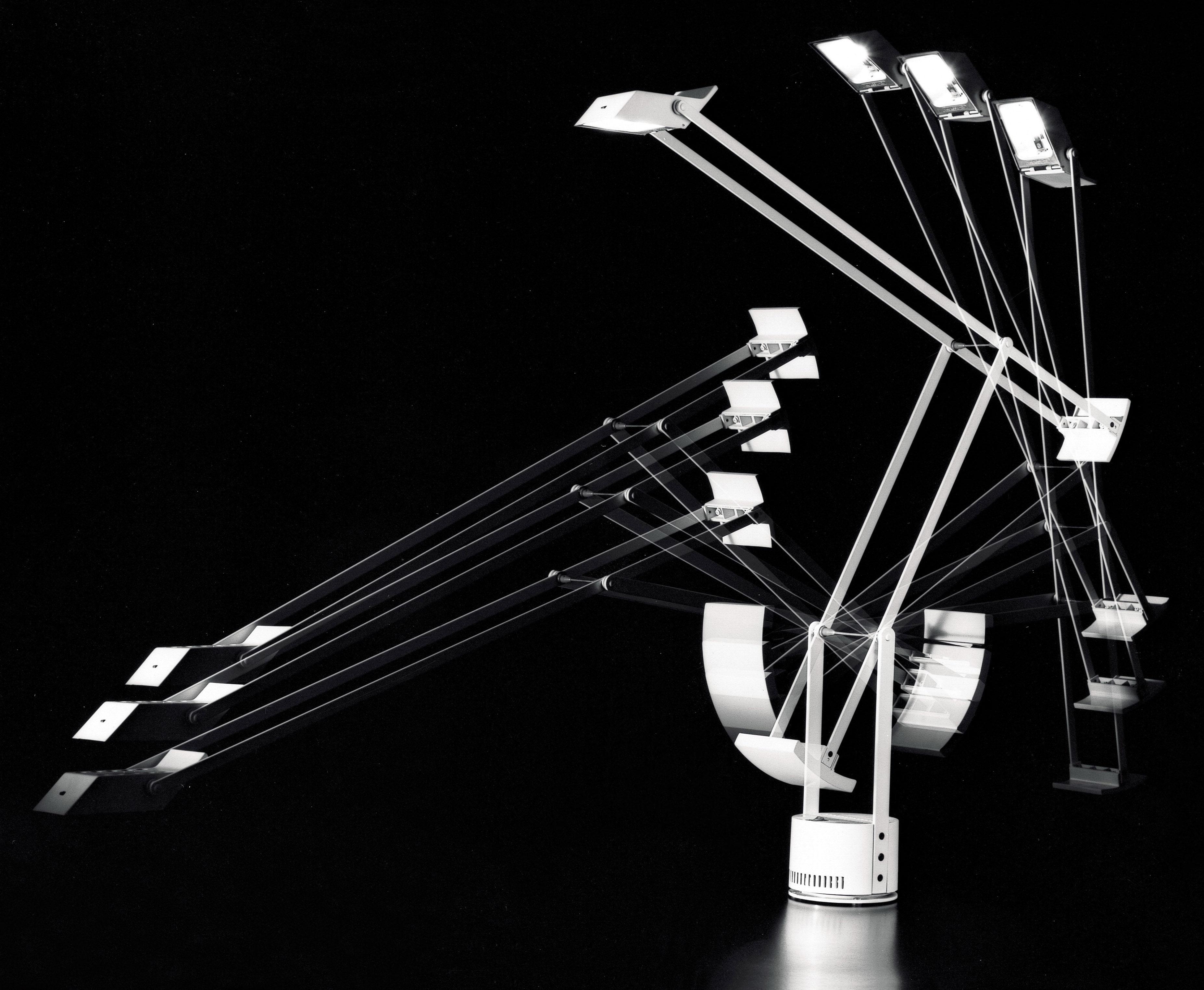 tizio table lamp black by artemide. Black Bedroom Furniture Sets. Home Design Ideas