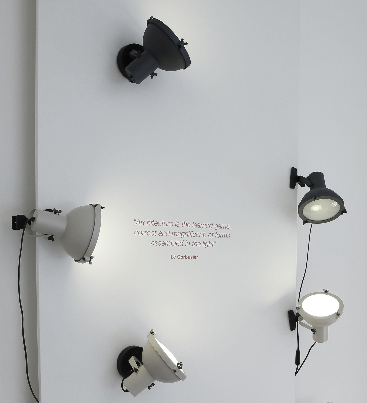 Lampe A Pincer Projecteur 165 By Le Corbusier Reedition