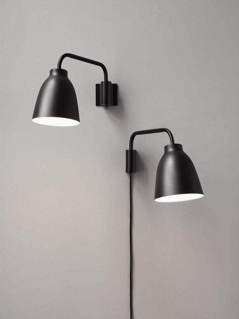 applique avec prise caravaggio noir lightyears. Black Bedroom Furniture Sets. Home Design Ideas
