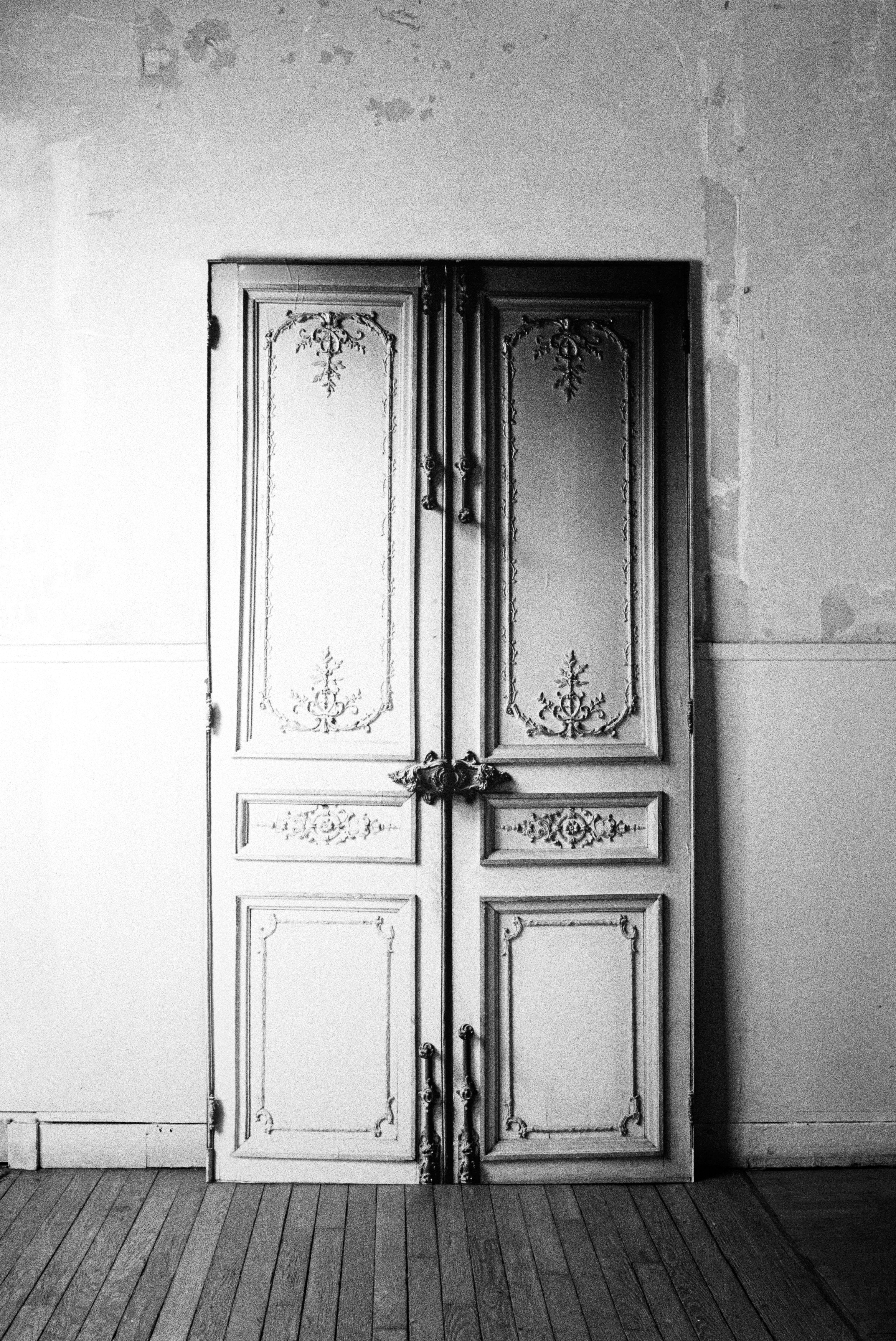 porte haussmannienne sticker by maison martin margiela. Black Bedroom Furniture Sets. Home Design Ideas